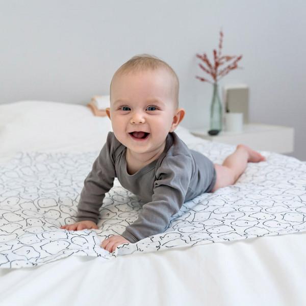 LAESSIG-Tipp-Was-ihr-bei-Babys-erstem-Bad-beachten-solltet-Babypflege